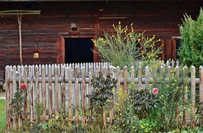 Holzzaun für den Garten